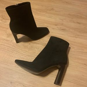 Suede booties Marc Fisher size 9 EUC